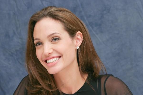 Секс-террорист Анджелина Джоли и её пакостные поступки. 3