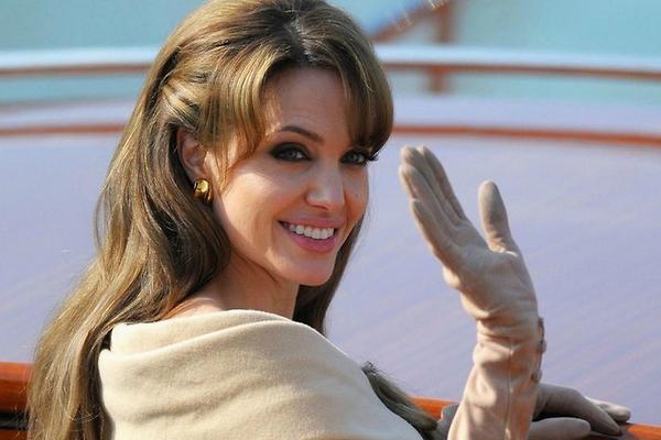 Секс-террорист Анджелина Джоли и её пакостные поступки. 4