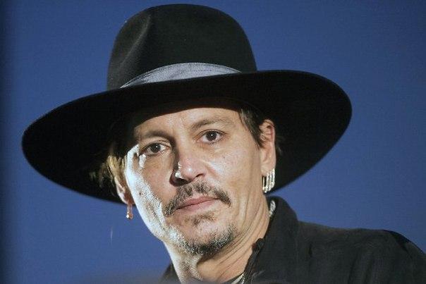 Менеджер Джонни Деппа подтвердил, что актер избивал Эмбер Херд