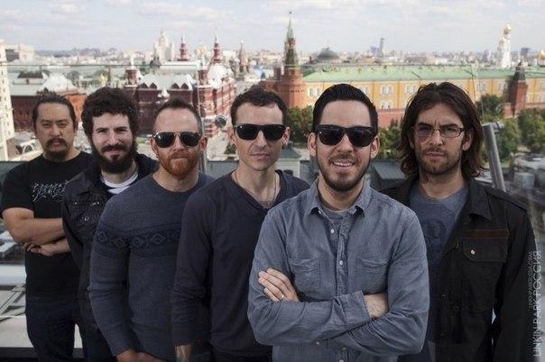 Лидер Coldplay трогательно почтил память вокалиста Linkin Park