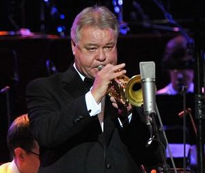 Умер трубач, который играл во всех фильмах про Бонда. 13361.png