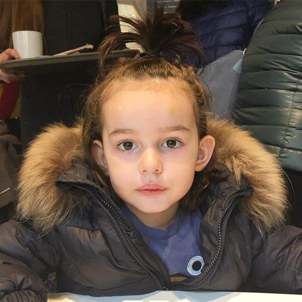Анфиса Чехова ответила поклонникам, которых раздражает прическа ее сына