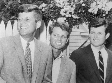 Темная сторона жизни клана Кеннеди, или Каких скелетов в шкафу хранит неофициальная королевская семья
