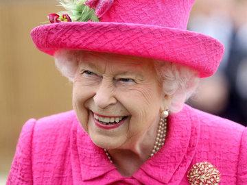 Елизавета II отобрала у Меган Маркл все королевские украшения